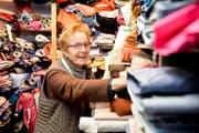 Milena Kosorok betreibt seit 40 Jahren einen Stoffladen in Romanshorn. (Bild: Donato Caspari)