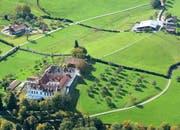 Das Schloss Notkersegg aus der Luft fotografiert. (Leserbild: Hans Adelmann - 25. November 2016)
