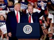 Der republikanische US-Präsident Donald Trump legte sich für seinen Parteikollegen Dan Bishop bei einer Nachwahl um einen Sitz im Repräsentantenhaus im US-Staat North Carolina mächtig ins Zeug. (Bild: KEYSTONE/FR27582 AP/CHRIS SEWARD)
