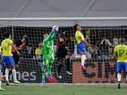 Perus Luis Abram (Bildmitte) trifft per Kopfball zum Siegtor gegen Brasilien (Bild: KEYSTONE/AP/MARCIO JOSE SANCHEZ)