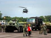 Mitglieder der venezolanischen Armee zu Beginn der Militärübung an der Grenze zu Kolumbien. (Bild: KEYSTONE/EPA EFE/JOHNNY PARRA)