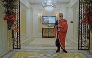Leben wie ein König: Die prunkvolle Altersresidenz «Palace» in Miami erfüllt einigen Wohlbetuchten diesen Traum. (Bild: First Hand Films)