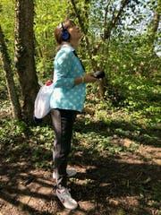 Sylvia Jaimes nimmt Vogelstimmen im Seebachtal auf, Kanton Thurgau im Mai 2019. (Bild: Mirjam Wanner)