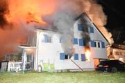 Das Zweifamilienhaus in in Lütisburg Station wurde vollständig von den Flammen verschlungen. (Bild: Kapo)