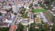 Das Kinderspital liegt zwischen dem Silberturm und den Familiengärten im Grossacker. Wo heute operiert und gepflegt wird, könnte neuer Wohnraum entstehen. (Bild: Ralph Ribi)