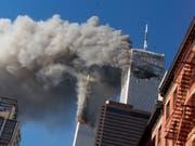 Am 11. September 2001 steuerten Attentäter des Terrornetzwerks Al-Kaida unter anderem zwei Passagierflugzeuge in die Türme des World Trade Centers in New York. (Bild: KEYSTONE/AP/RICHARD DREW)
