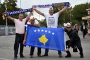 Die Fans der Kosovo-Nati vor dem Spiel gegen England. (Bild: EPA/NEIL HALL, 10. September 2019)