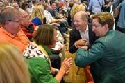 Wollen an die Parteispitze: Olaf Scholz und Klara Geywitz (rechts) auf Tuchfühlung beim Saarbrücker Publikum. (Bild: Keystone 4. September 2019)