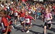 Am Samstag ab 15.30 Uhr beherrschen Laufsportlerinnen und Laufsportler das Städtli. (Bild: Archiv/uh)