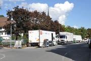Die Übertragungswagen stehen nahe beim Sendeplatz, das ist für die Techniker ein grosser Vorteil. (Bild: Sabine Camedda)