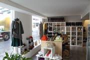 Ein Blick in den Laden von The Swiss Label an der Spitalgasse 8. Hier ist neu auch das Sortiment von Kolorit erhältlich. (Bild: Miguel Lo Bartolo - 12. September 2019)