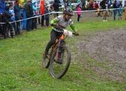 Trotz Regen und Schlamm kämpft der Nachwuchs der IG Radsport Uri, wie hier Livio Gerig, hervorragend. (Bild: PD)