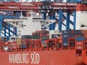 Deutschland exportiert weit mehr Waren und Dienstleistungen ins Ausland als von dort bezogen werden. (Bild: KEYSTONE/AP/MATTHIAS SCHRADER)