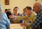 Ein emotionales Thema: Paul Gähwiler-Wick (2. v. r.) diskutiert über die Aussenwahrnehmung der Kirche. Bild: Tobias Söldi
