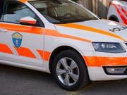 Ein fahrunfähiger Automobilist rammte in der Region Delsberg ausgerechnet ein Polizeiauto. (Bild: KEYSTONE/STEFAN MEYER)