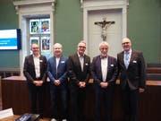 Die Referenten der 6. Zuger Gespräche (von links): Prof. Josef Jenewein, Dr. Axel Ropohl, Dr. Alfredo Guidetti, Marco Borsotti sowie Gesundheitsdirektor Martin Pfister. (Bild: PD)