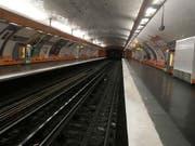 Ein Streik hat einen Grossteil der Pariser Metro lahmgelegt. (AP Photo/Bertrand Combaldieu) (Bild: KEYSTONE/AP/BERTRAND COMBALDIEU)
