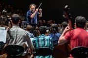 Riccardo Chailly mit den Alumni im «40min». (Bild: Lucerne Festival/Patrick Hürlimann)