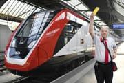 SBB-Zugbegleiter klagen wegen des Bombardier-Schüttelzuges über gesundheitliche Probleme. (Bild: Keystone/Montage_watson)