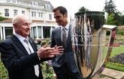 Rod Laver und Roger Federer: Zwei Ikonen des Tennis (Bild: Keystone).