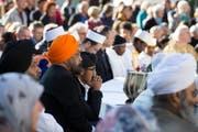 Interreligiöse Feier zum eidgenössischen Dank-, Buss- und Bettag auf dem St.Galler Klosterplatz: friedliches Miteinander verschiedenster Religionen. (Bild: Peter Käser - 21. September 2015)