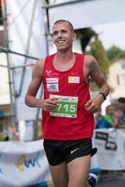 Jonas Schöpfer gewinnt den Hauptlauf bei en Herren. (Bild: Eveline Beerkircher, Littau, 14. September 2019)