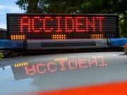 Bei einem Verkehrsunfall am Genfersee ist ein Velofahrer ums Leben gekommen. (Bild: KEYSTONE/MARTIAL TREZZINI)