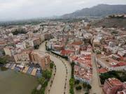 Orihuela in der ostspanischen Provinz Alicante steht nach heftigen Herbstunwettern unter Wasser. (Bild: KEYSTONE/EPA EFE/MANUEL LORENZO)