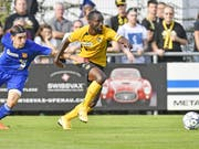 Nicolas Moumi Ngamaleu ist beim Cupspiel in Freienbach nur schwer zu stoppen (Bild: KEYSTONE/WALTER BIERI)