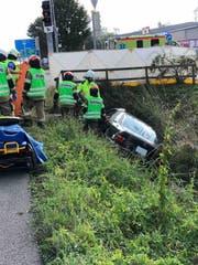 Der Autofahrer kam von der Fahrbahn ab. (Bild: Kapo SG)