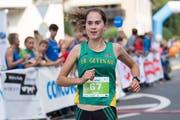 Flavia Stutz rennt als erste Frau nach zehn Kilometern über die Ziellinie. (Bild: Eveline Beerkircher, Littau, 14. September 2019)