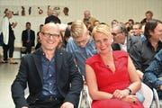 Der neue Innersschweizer Kulturpreisträger Rochus Lussi freut sich mit seiner Frau Luzia über die Anerkennung für sein Schaffen.