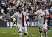 Verhasster Matchwinner: Neymar gibt sein Comeback für Paris und wird ausgebuht. In der 92. Minute schiesst er seine Farben aber zum Sieg gegen Strasbourg. (Bild: Keystone)