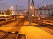 In der Nacht auf Sonntag ist im Bahnhof St. Gallen eine Frau von einem Zug erfasst worden. Sie erlitt schwere Beinverletzungen. (Bild: Kantonspolizei St. Gallen)