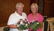 Margrit Ambauen (links) und Thesi Näf werden für 40 Jahre Mitgliedschaft geehrt. (Bild: Sepp Odermatt, Beckenried, 14. September 2019)