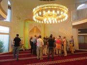 Die interreligiöse Bettagsfeier stiess auf grosses Interesse. Viele blieben bis nach der Veranstaltung und besuchten eine Moschee. (Bild Christine Luley)