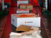 Der Grossaktionär vom deutschen Versandhändler Zalando macht am Montag einen Teil seiner Aktien zu Geld. (Bild: KEYSTONE/PETER KLAUNZER)