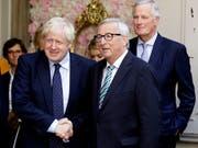 Der britische Premier Johnson und EU-Kommissionschef Juncker haben erstmals direkte Gespräch geführt seit Johnson im Juli Premierminister wurde. Das Treffen blieb jedoch ohne Durchbruch. Juncker erklärte, die EU-Kommission werde nun rund um die Uhr gesprächsbereit sein. (Bild: KEYSTONE/AP/OLIVIER MATTHYS)