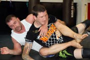 Am Samstag wird Pascal Brändle bei seinem ersten internationalen MMA-Kampf noch härter als beim Ringen angefasst. (Bild: Urs Huwyler)