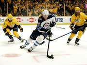 Der finnische NHL-Star Patrik Laine trainiert derzeit beim SC Bern (Bild: KEYSTONE/AP/MARK HUMPHREY)
