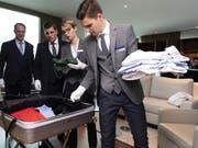 Auch den Koffer auspacken gehört zum Aufgabenbereich eines Butlers. (Bild: PD)