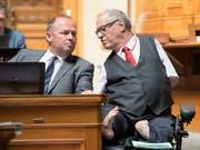 Der Thurgauer CVP-Nationalrat Christian Lohr (rechts) ist als Direktbetroffener die Gallionsfigur für die Durchsetzung von Anliegen von Menschen mit einer Behinderung auf politischer Ebene. Lohr kandidiert am 20. Oktober für eine dritte Amtsperiode als Nationalrat. (Bild: KEYSTONE/ANTHONY ANEX)