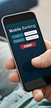 Mobile Banking und damit auch Smartphone-Banken werden immer populärer. Aber auch traditionelle Institute mischen mit. Bild: Getty
