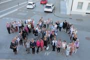 Gut gelaunt formieren sich die Teilnehmerinnen zur Jubelzahl 150. (Bild: Maya Seiler)