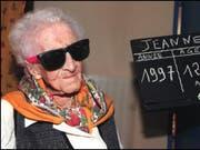 Jeanne Calment am Vorabend ihres 122. Geburtstags im Februar 1997. (Bild: Keystone/EPA/GEORGES GOBET)