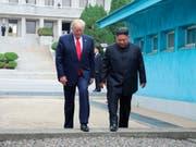 US-Präsident Donald Trump will im Moment nicht offiziell nach Nordkorea zu Gesprächen mit dem dortigen Diktator Kim Jong Un reisen. (Bild: KEYSTONE/AP KCNA via KNS)