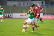 Nicolas Eberle – hier gegen Bellinzona – spielte einen starken Herbst 2018 beim SC Brühl, bevor er im Januar zum FC Rapperswil-Jona wechselte. Jetzt ist er zurück im Paul-Grüninger-Stadion. (Bild: SCB/Kurt Frischknecht)