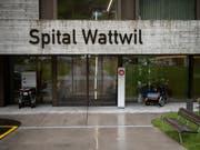 Das Spital Wattwil gehört zur Spitalregion Fürstenland Toggenburg. Bis 2020 ist der Betrieb dank eines Notdarlehens des Kantons gesichert. (Bild: KEYSTONE/GIAN EHRENZELLER)