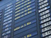 ÖV-Passagiere in der Schweiz sollen bei grossen Verspätungen künftig einen gesetzlichen Anspruch auf Entschädigungsleistungen erhalten. (Bild: KEY/Markus Laeng)