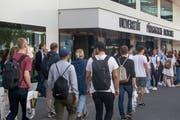 Es ist Semesterbeginn: Nun strömen die Studentinnen und Studenten wieder an die Universität oder die Hochschulen (Bild: Boris Bürgisser, Luzern, 16. September 2019)
